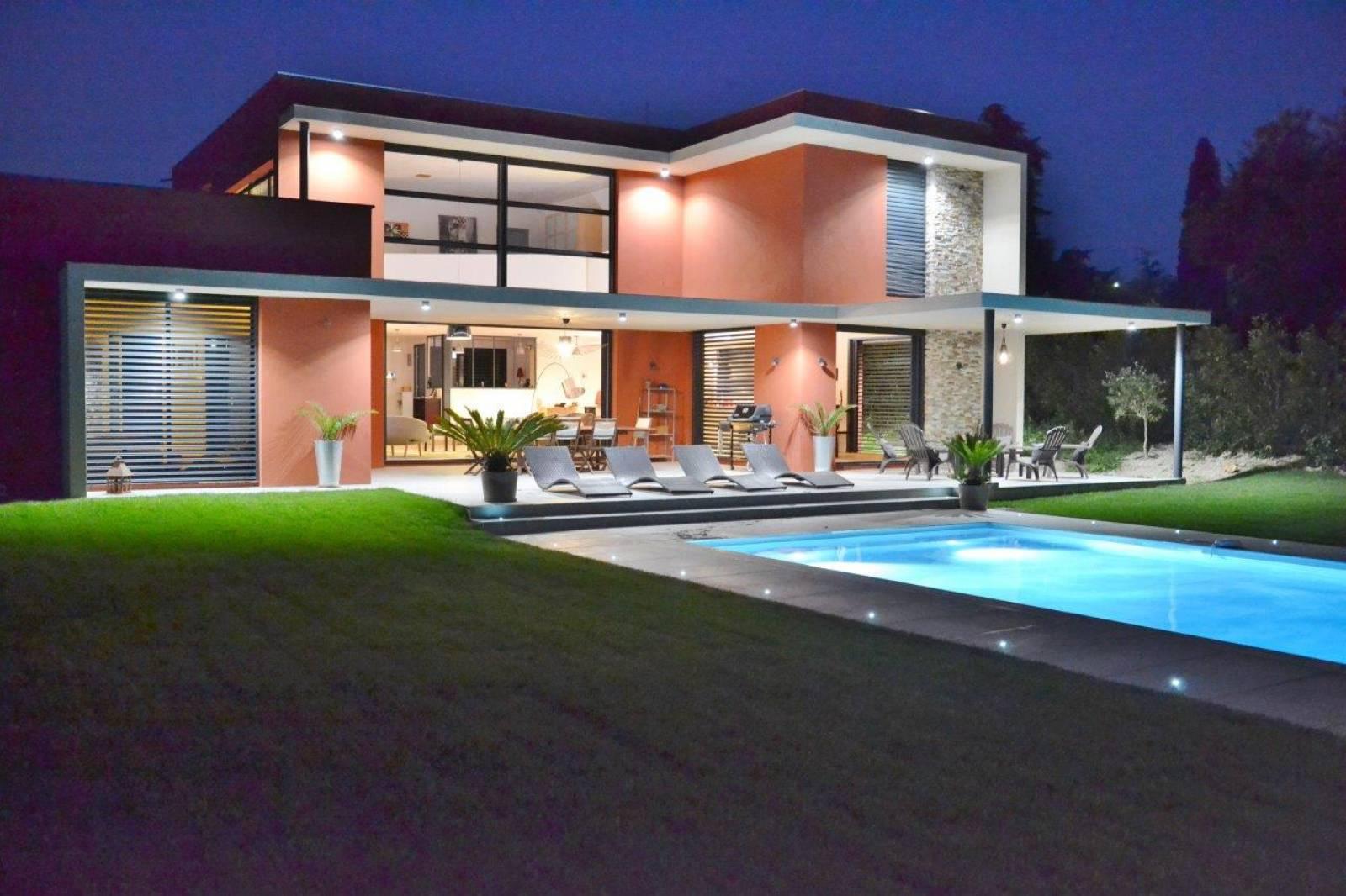 Construction d\'une villa contemporaine de 300m2 avec piscine située ...